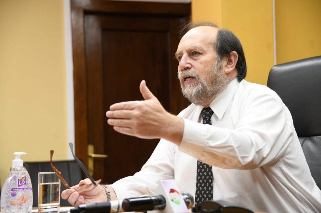 El ministro Marcelo Navajas se refiere a los casos de coronavirus.
