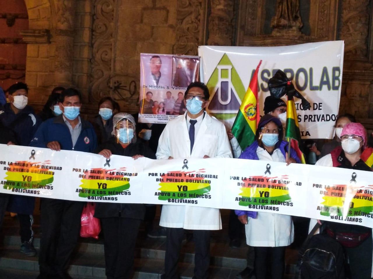 Salud cumple 7 días de paro y anuncia mantener protestas, Gobierno descarta  anular ley - La Razón | Noticias de Bolivia y el Mundo