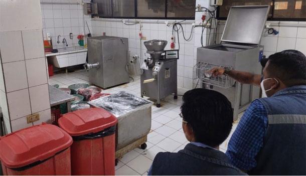Trabajo reporta que tres empleados perdieron dedos en la cruceña Hot Burger - La Razón   Noticias de Bolivia y el Mundo